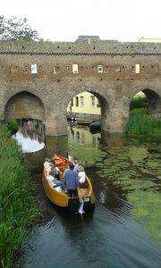 Fluisterboot over de Berkel bij de Berkel-ruïne